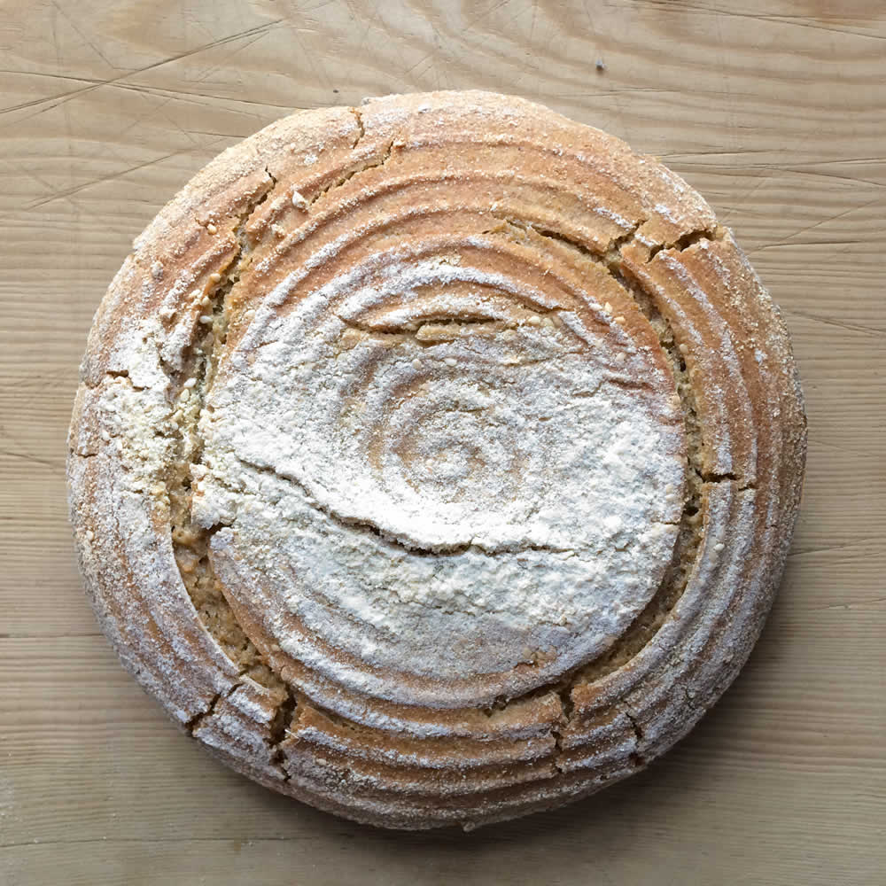 the artisanal sourdough bread made with the mix of the old wheat varieties